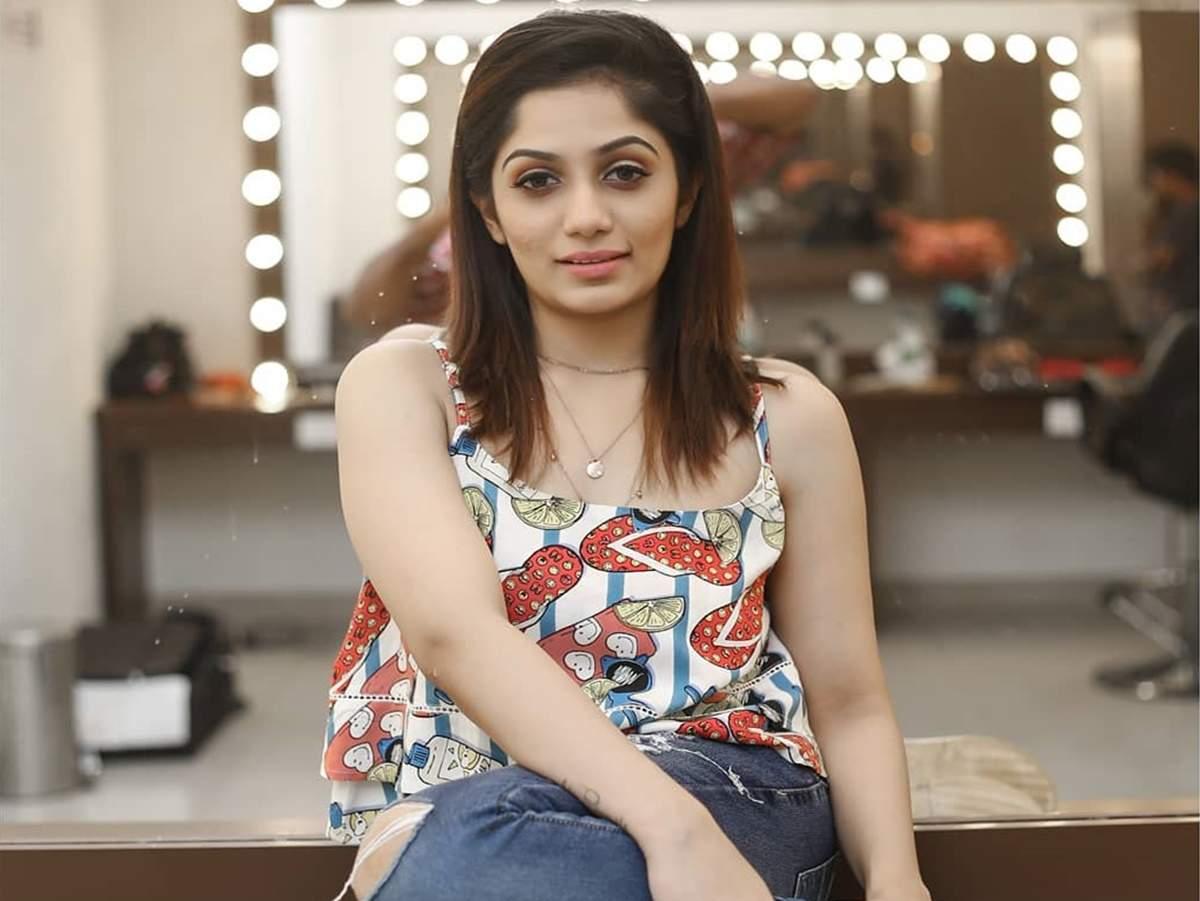 arya: TV show host Arya proudly announces single parenthood - Times of India