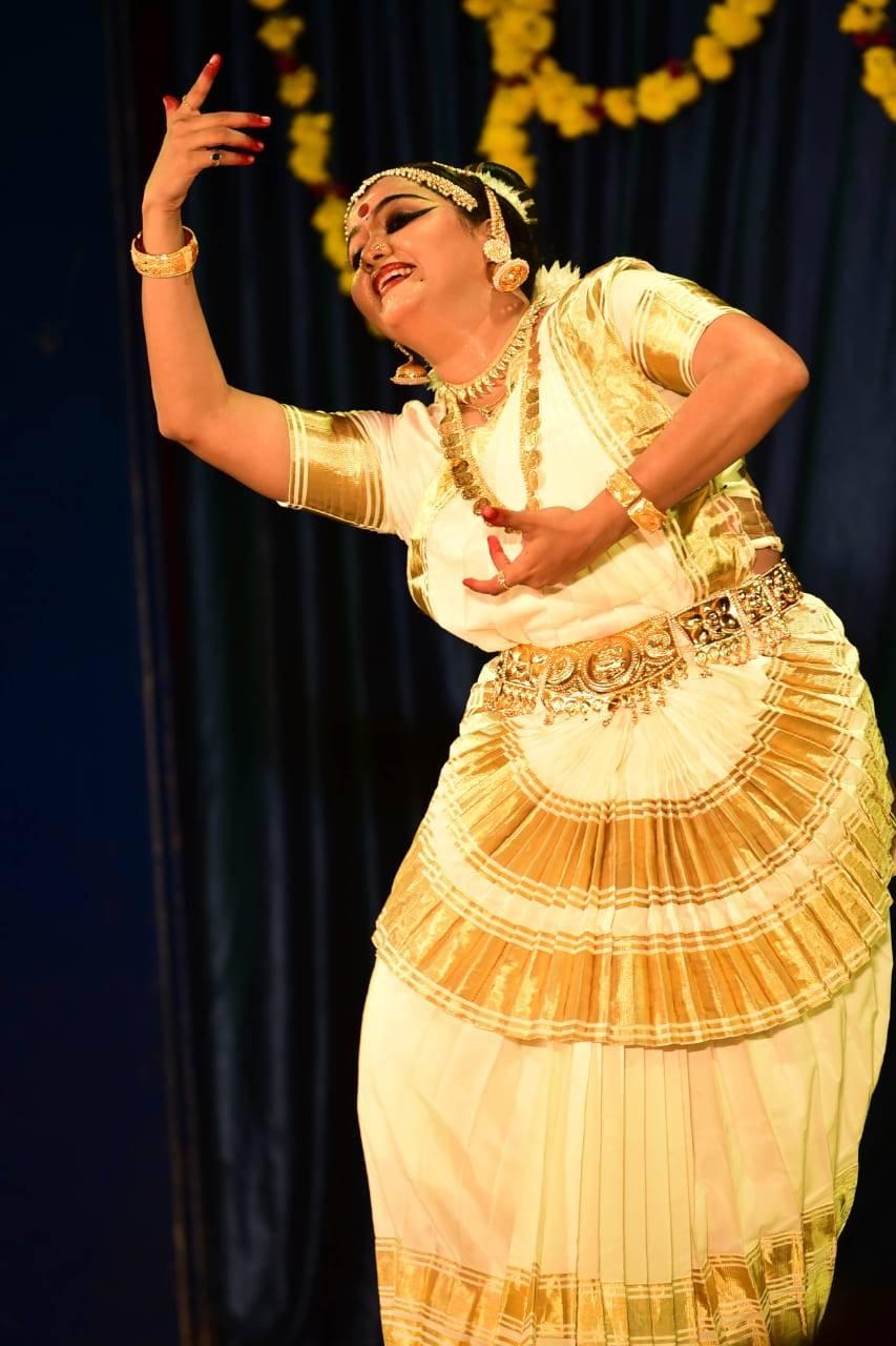 The mohiniyattam performance of Athira Shankar in Changampuzha Park