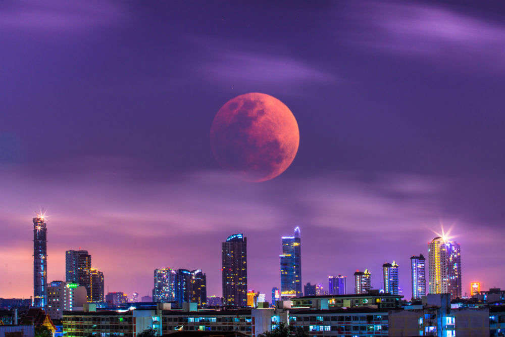 Wondering where to watch the Super Wolf Blood Moon in India?