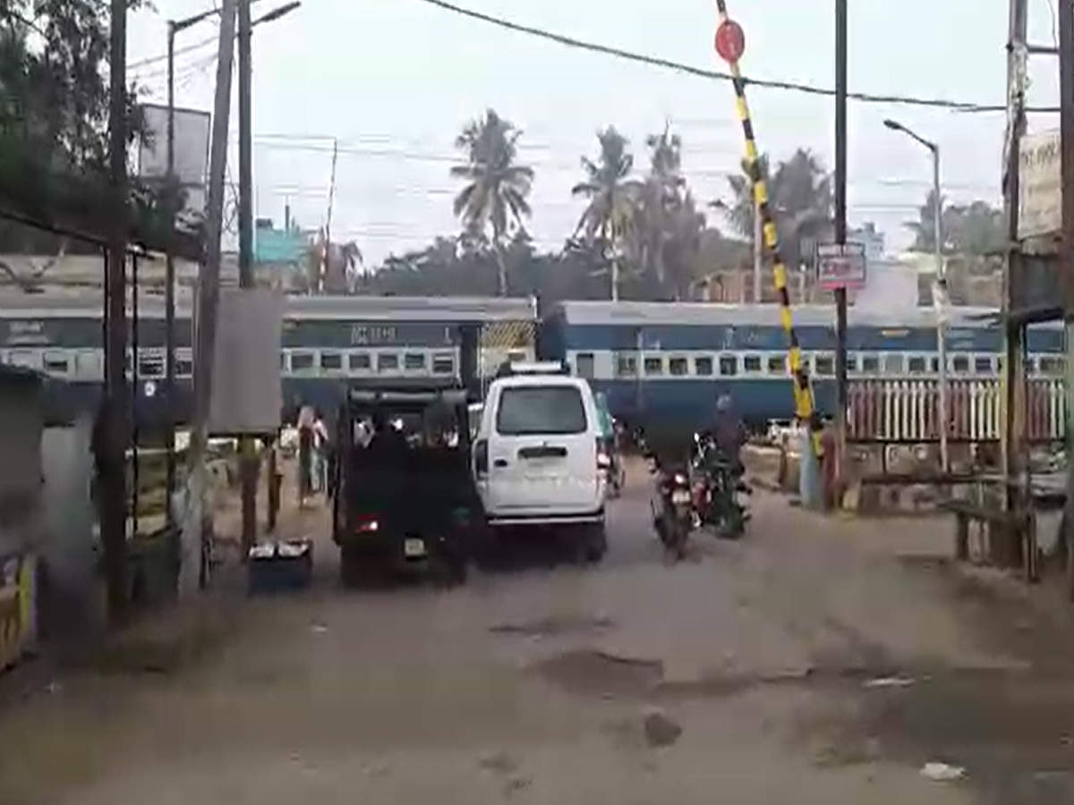 watch-train-passes-while-level-crossing-gates-opened-in-odisha