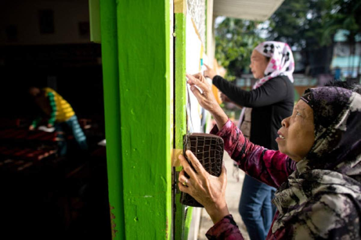 Filipino Muslims vote on autonomy after long peace efforts