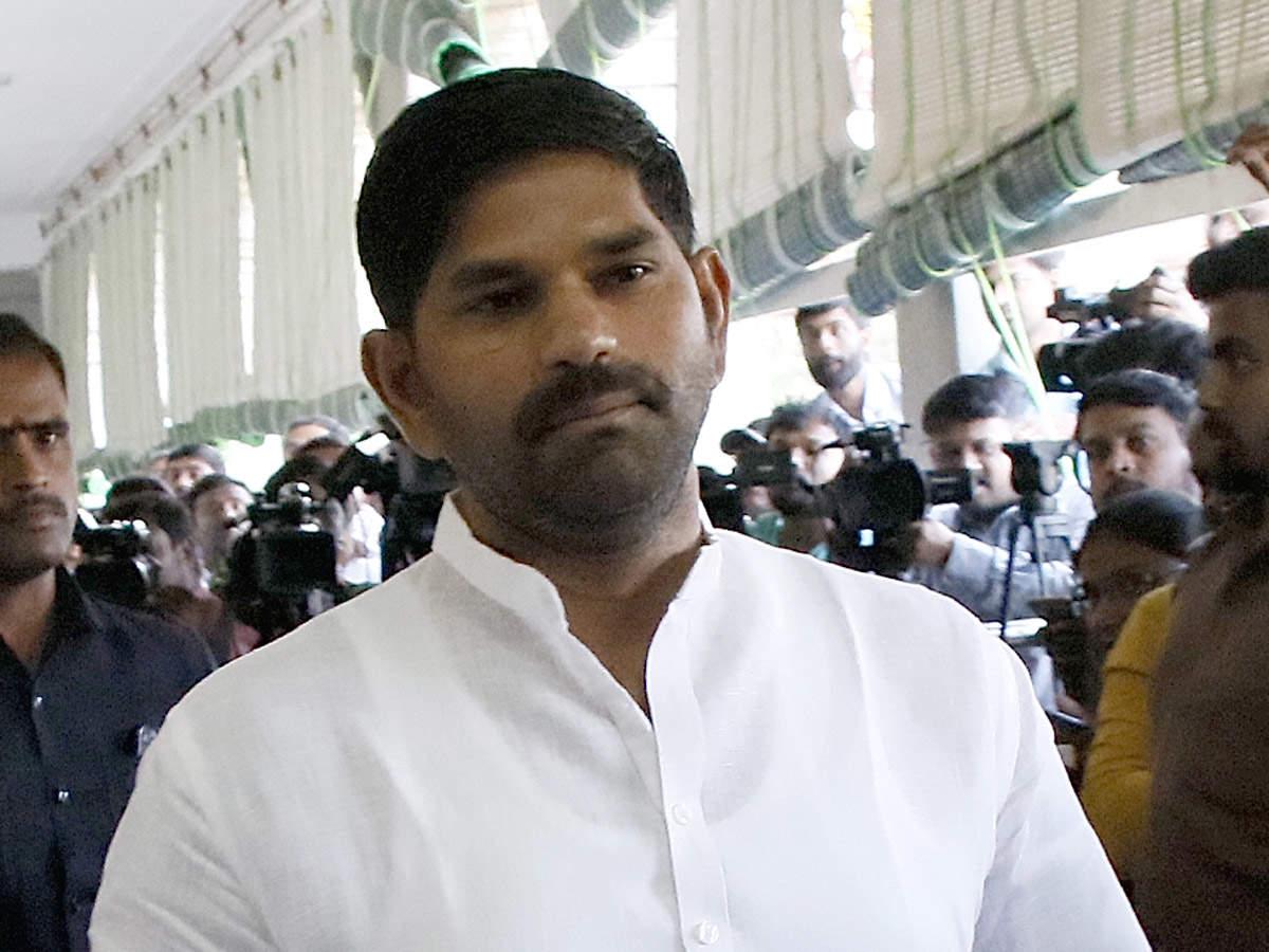 I was also injured says Karnataka Congress MLA J N Ganesh involved in fights at the resort