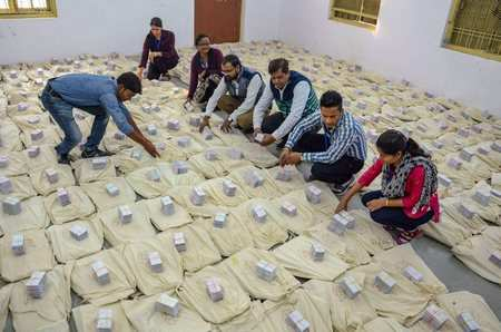 In contrast to Farooq Abdullah Nitish Kumar is in favor of the use of EVMs