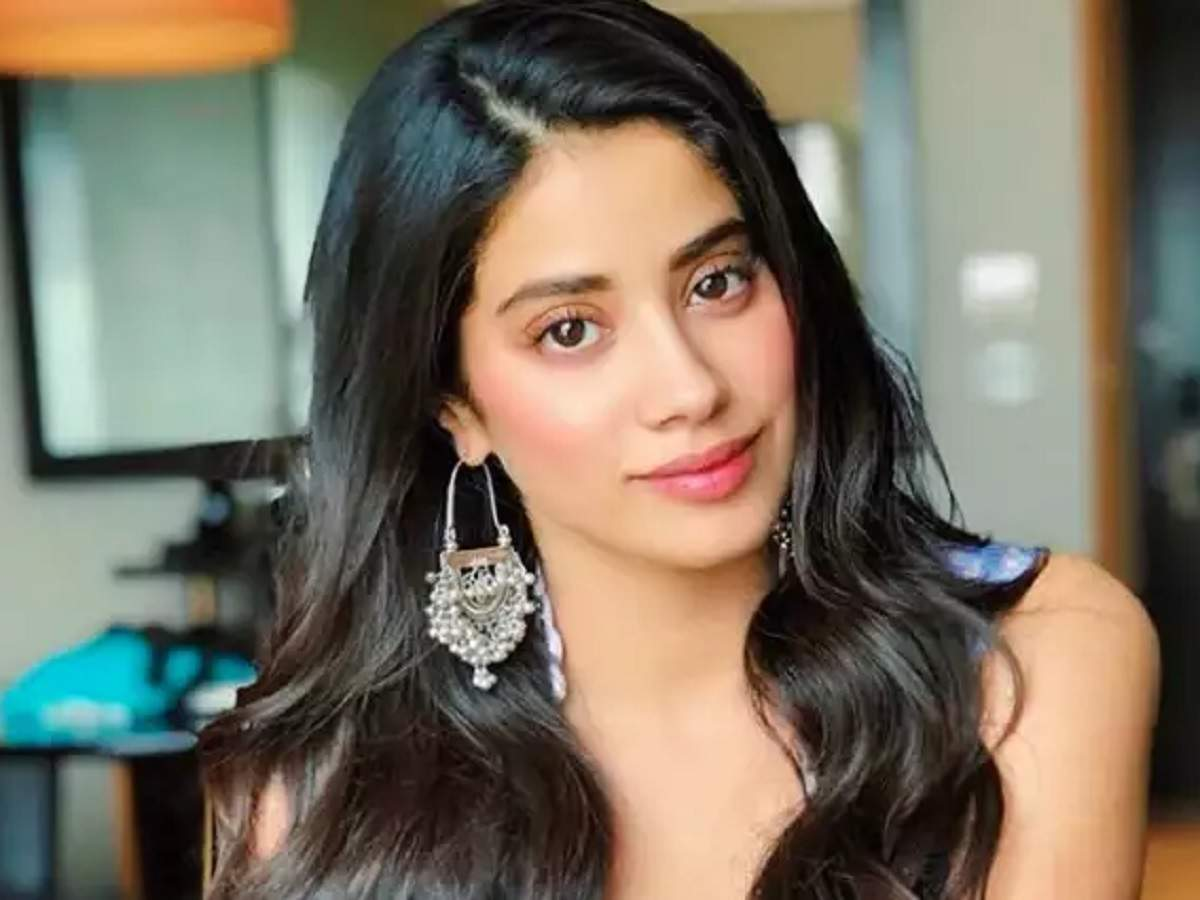 Watch: Janhvi Kapoor shows off her graceful moves as she rehearses for a dance performance - Times of India