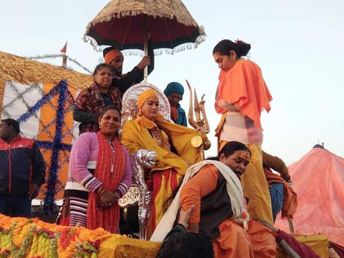 meet-a-haj-pilgrim-who-is-leader-of-kinnar-akhara-at-kumbh