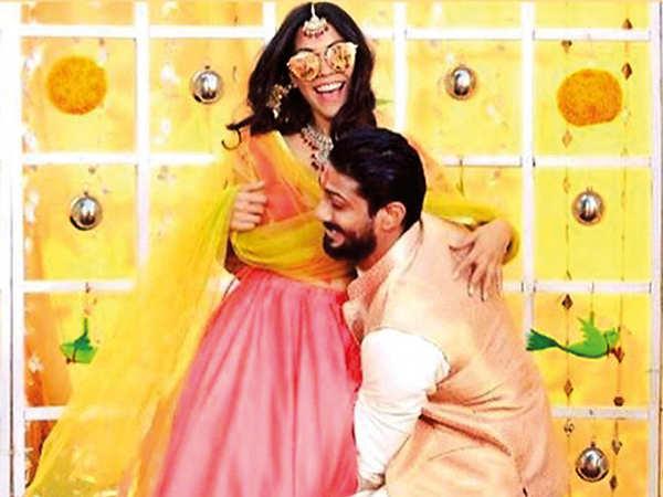 Image result for prateik babbar & sanya sagar wedding reception images