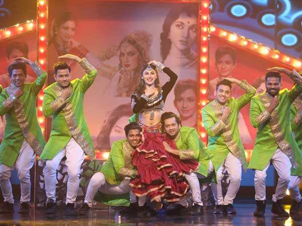 Mouni Roy gives a dancing ode to Bollywood's divas on Dance