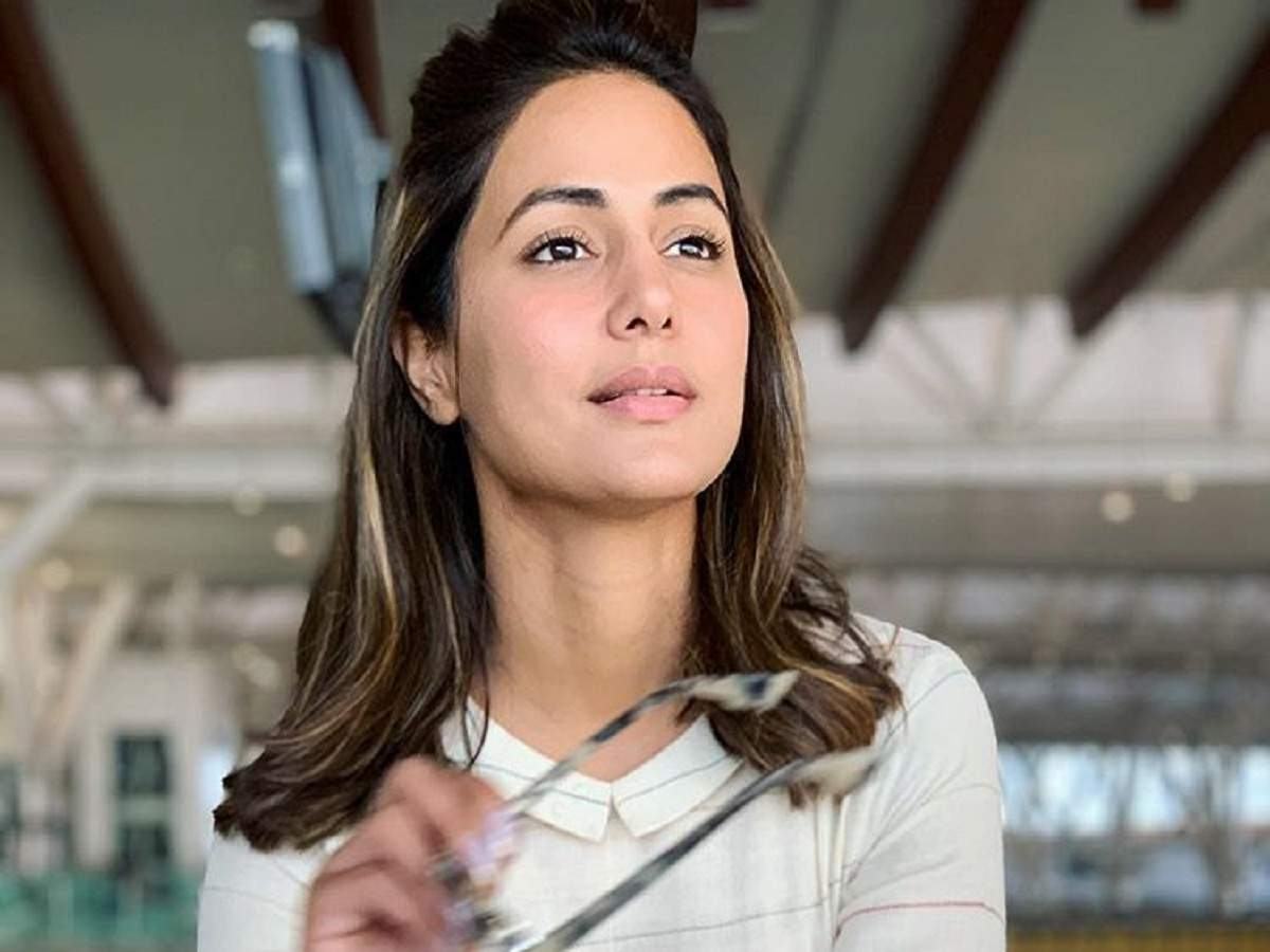 Hina Khan Calls The Trollers Jobless Advices Them To Behave