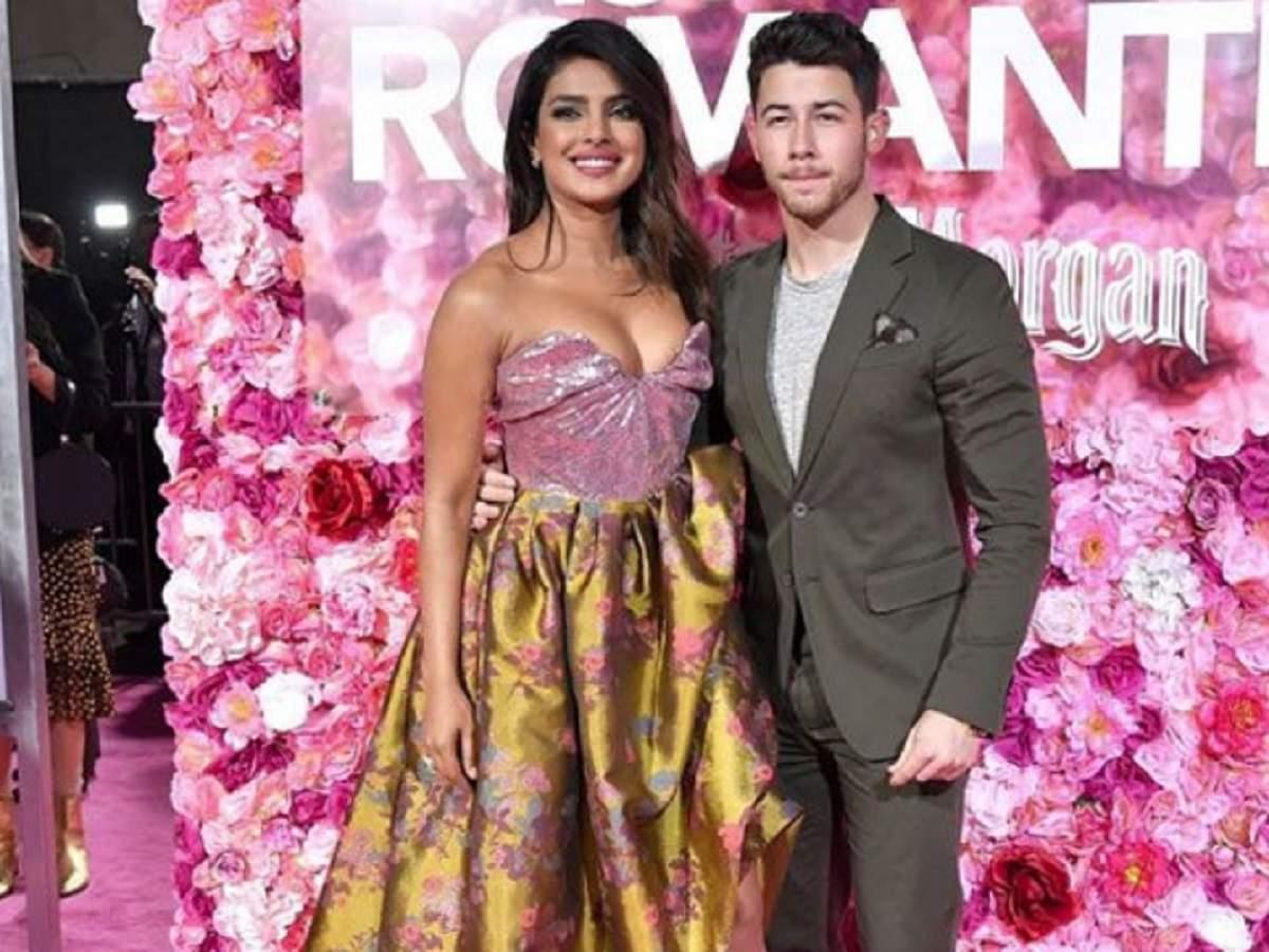 Priyanka Chopra And Nick Jonas' Pda Is Sure To Melt Your Heart | Hindi Movie News