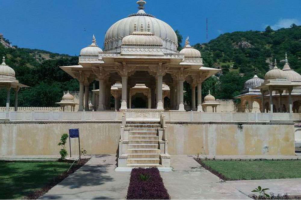 Gatore Ki Chhatriyan - a beautiful and quiet place in Jaipur where the royals were cremated