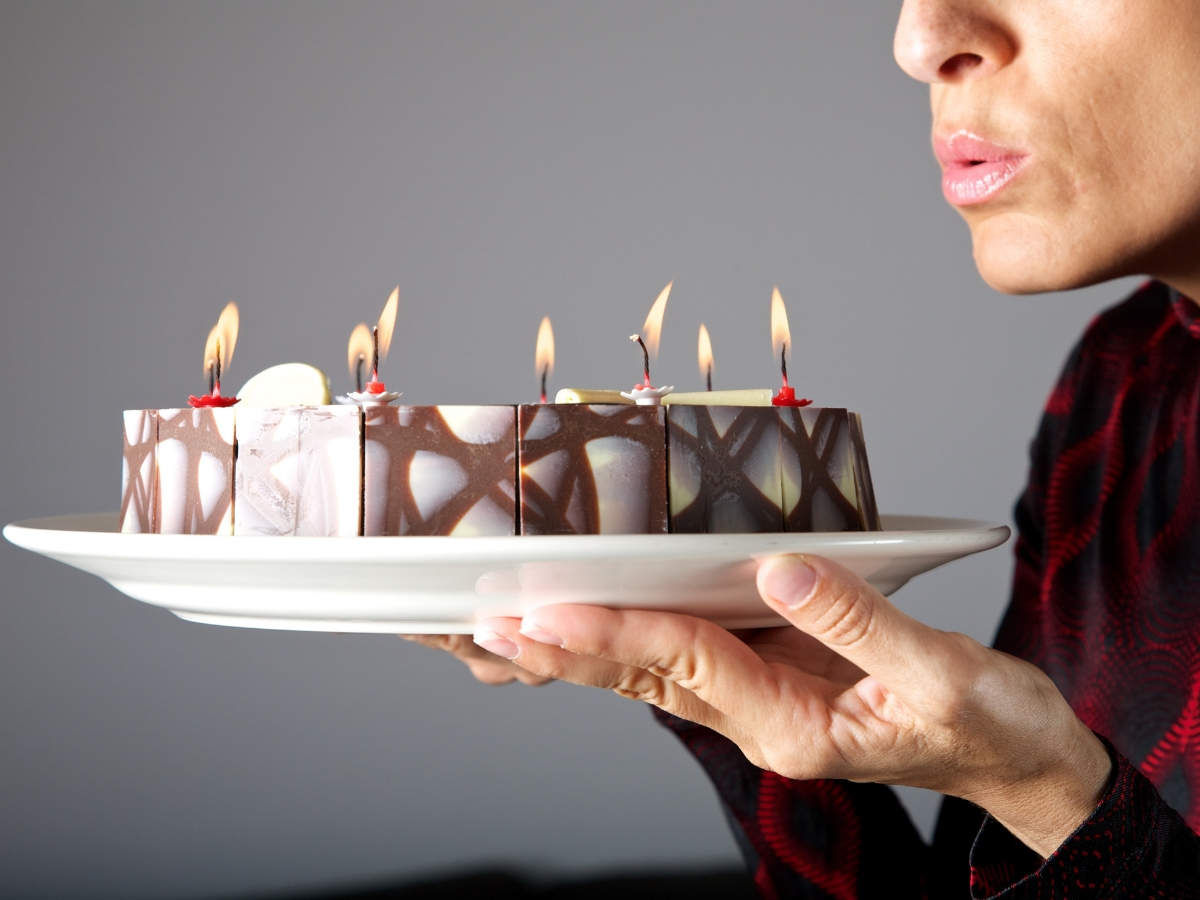 Brilliant This Is Why You Should Never Blow Out Candles On A Birthday Cake Funny Birthday Cards Online Unhofree Goldxyz