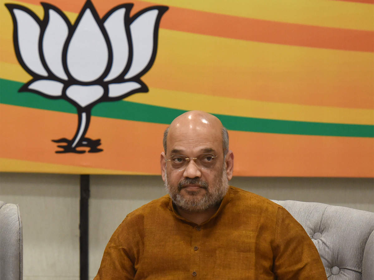 hugs-for-tukde-tukde-gang-arrest-for-pro-modi-youth-amit-shah-launches-attack-on-congress