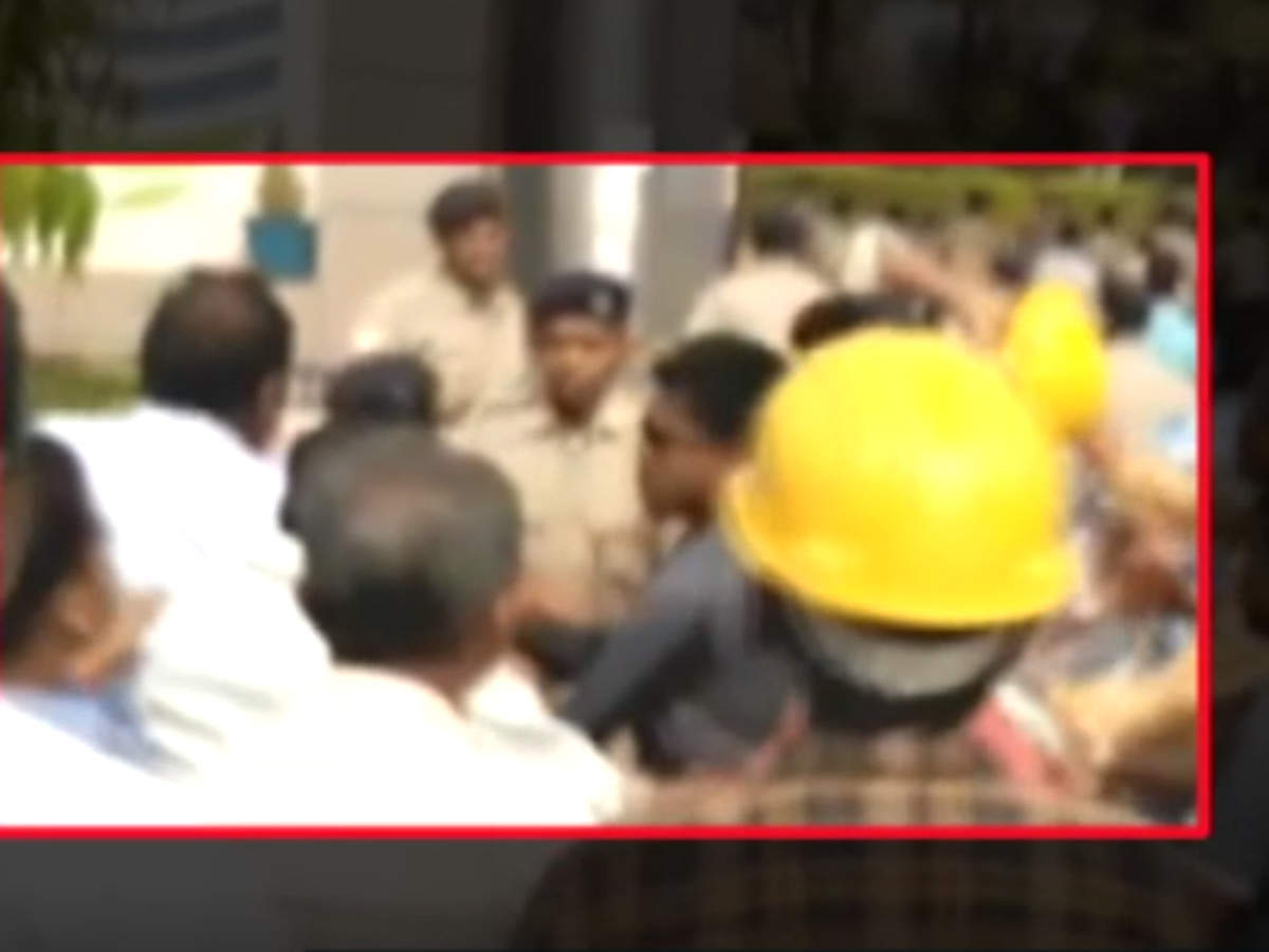 odisha-2-dead-after-police-lathi-charge-protesters-at-vedanta-aluminium-plant