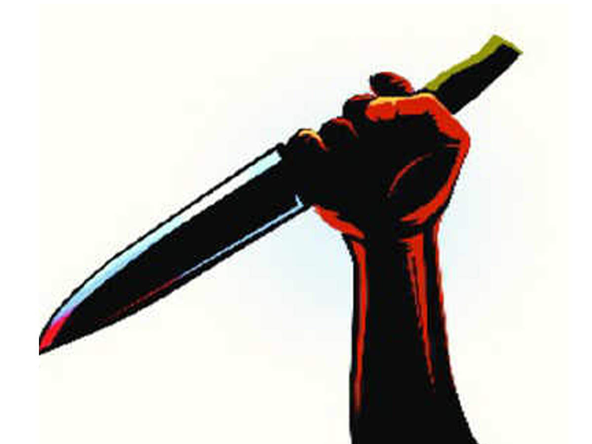 shocking-thief-goes-on-stabbing-spree-in-a-delhi-bus-three-injured