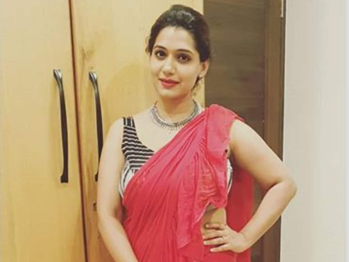 Urmila Kothare wishes fans on Holi with a Kathak performance; see video -  Times of India
