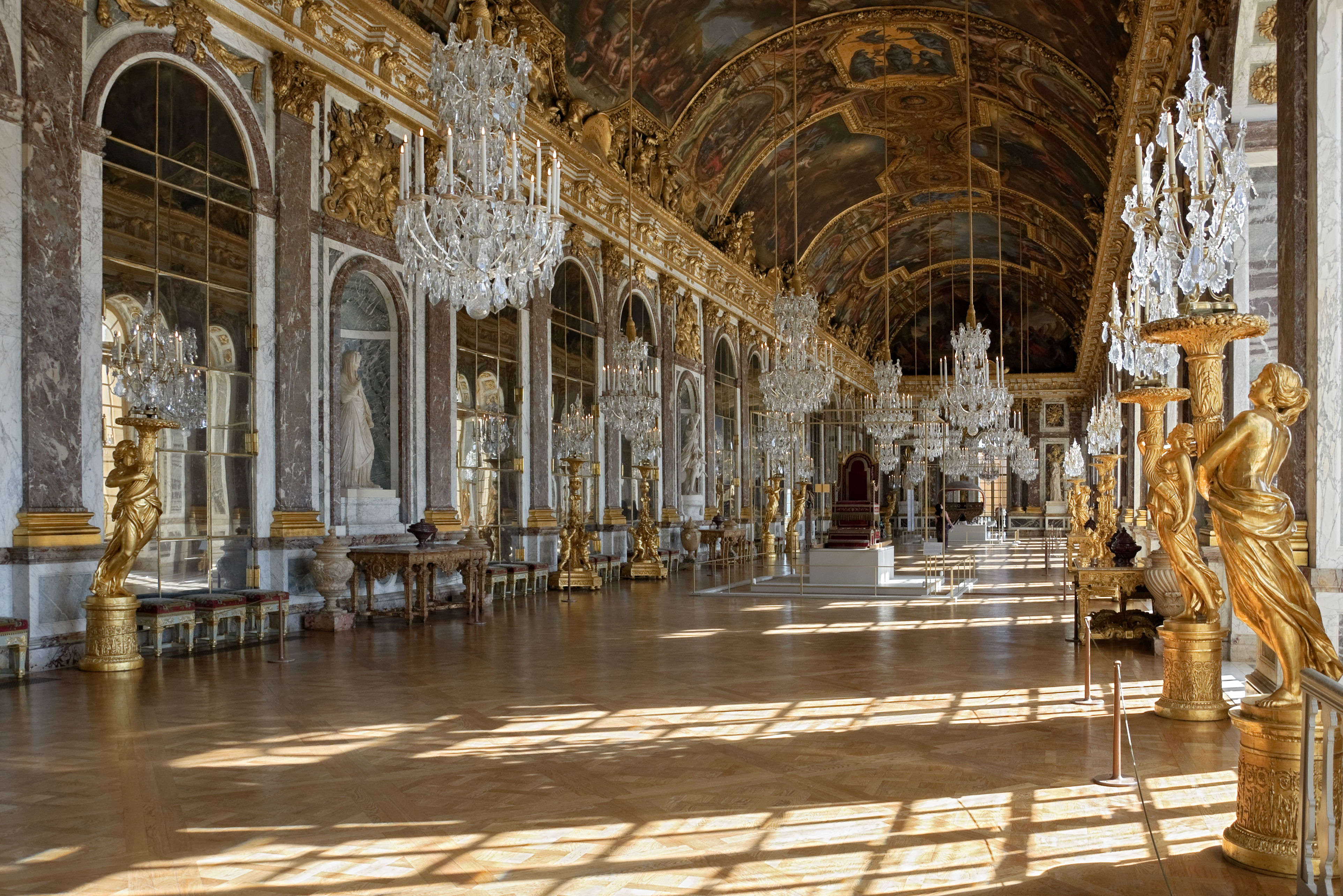 Versailles Electro – an EDM party at the Palace of Versailles