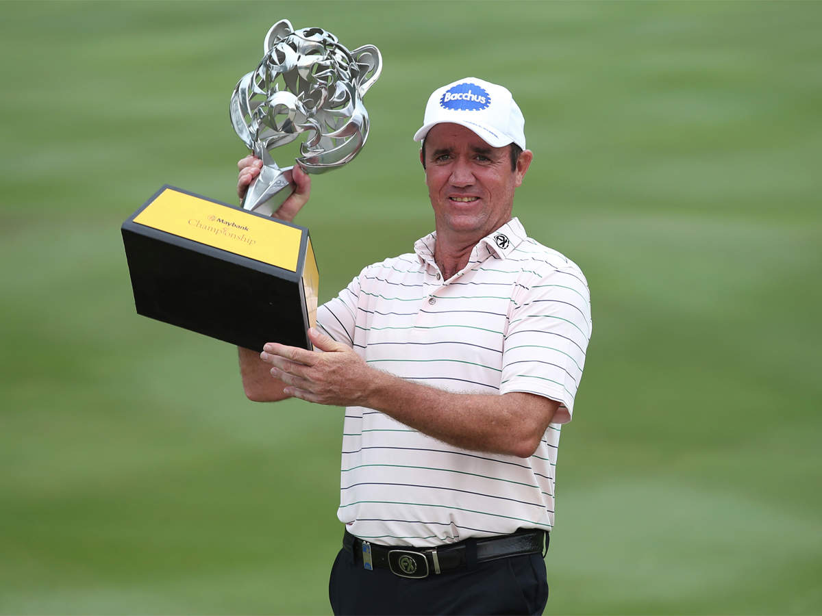 Hend takes over Elvira in play-off after a lightning strike on Maybank