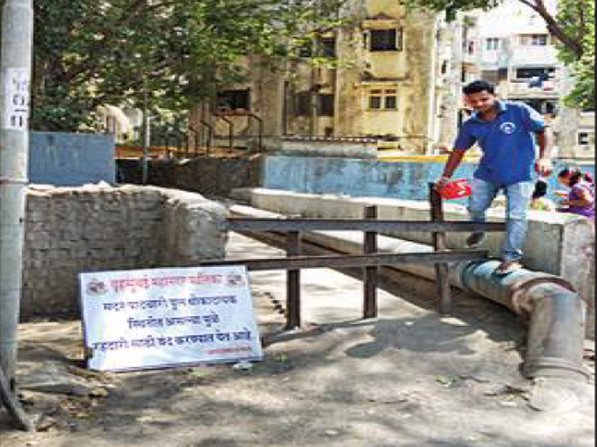 In Kandivli, locals risk life, still use closed shaky FOB