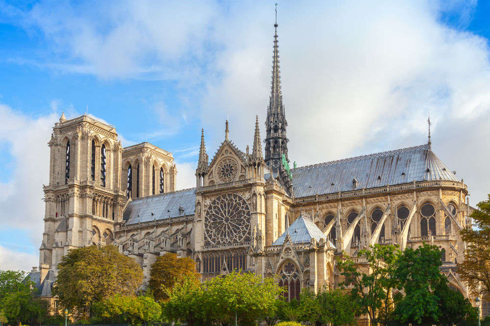 8 great treasures of Notre Dame, including the 'Crown of Thorn' worn by Jesus Christ