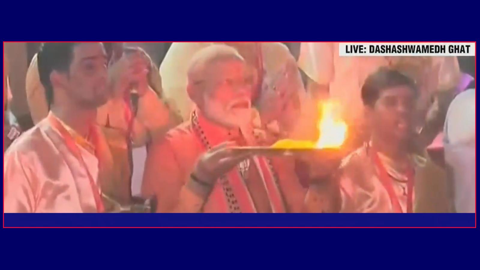 watch-pm-narendra-modi-offers-prayers-at-dashashwamedh-ghat