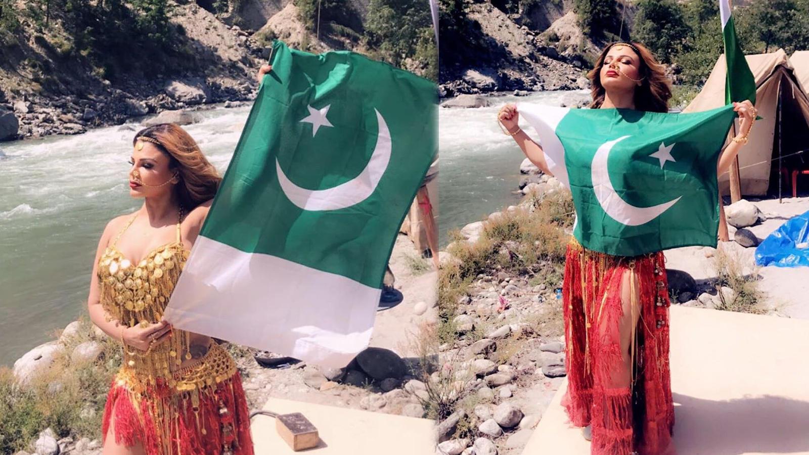 Rakhi Sawant poses with Pakistani flag, fans upset