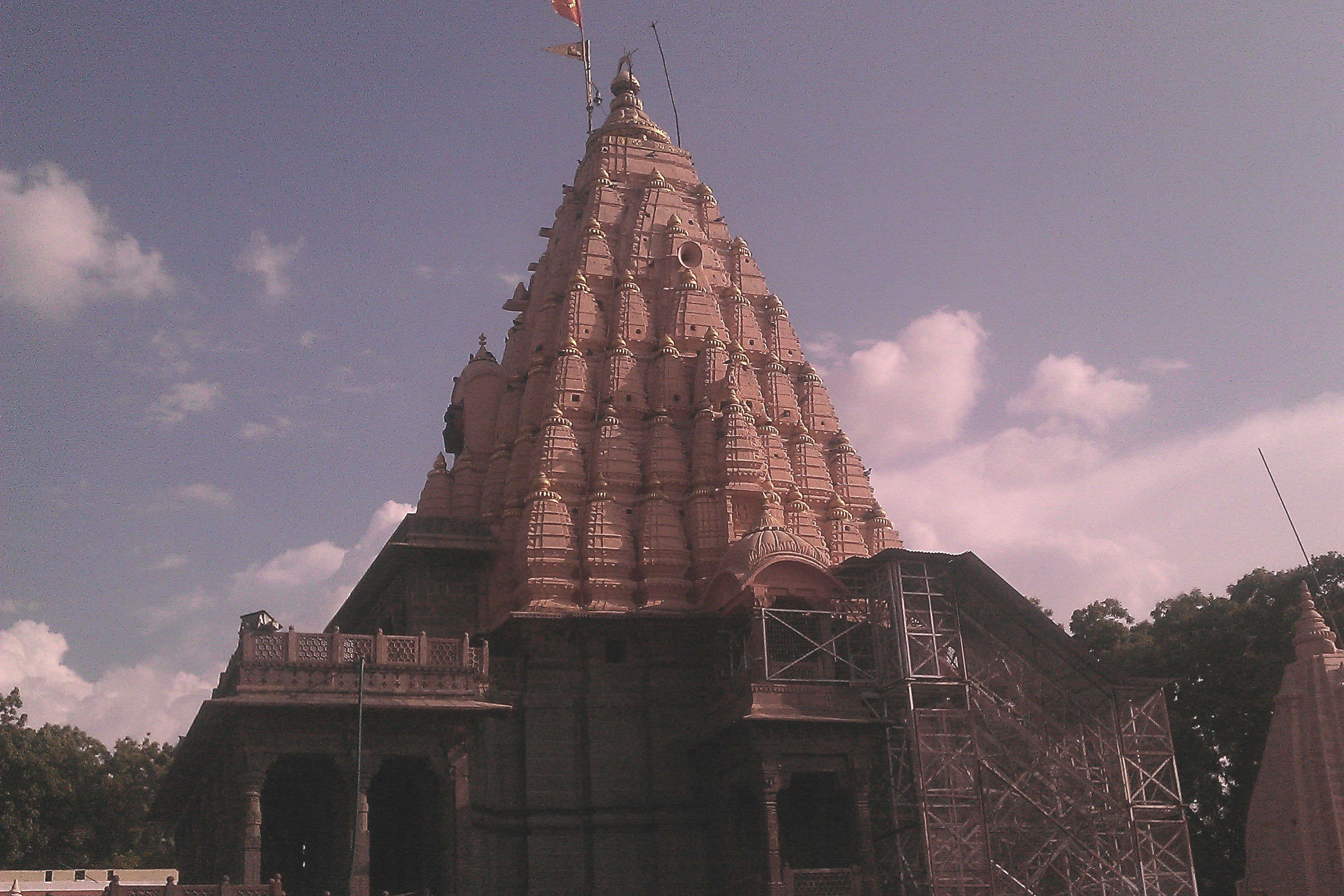 How to reach Mahakaleshwar Temple to seek Lord Shiva's blessings?