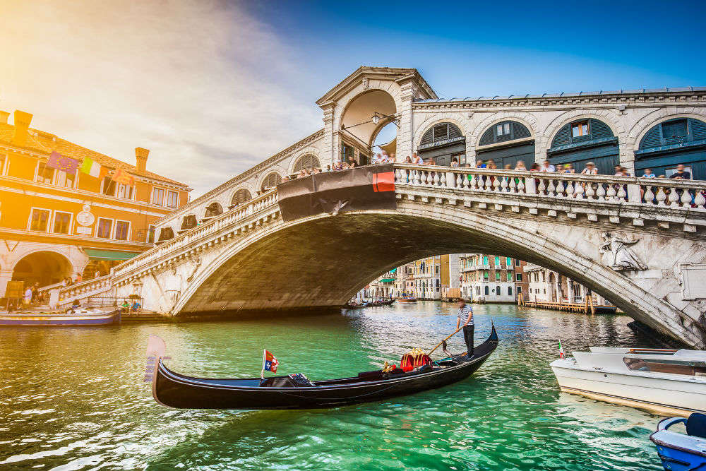 Venice passed new regulations; those caught violating can be thrown out