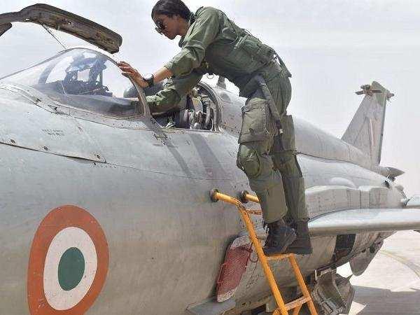 iaf-gets-its-first-woman-combat-pilot