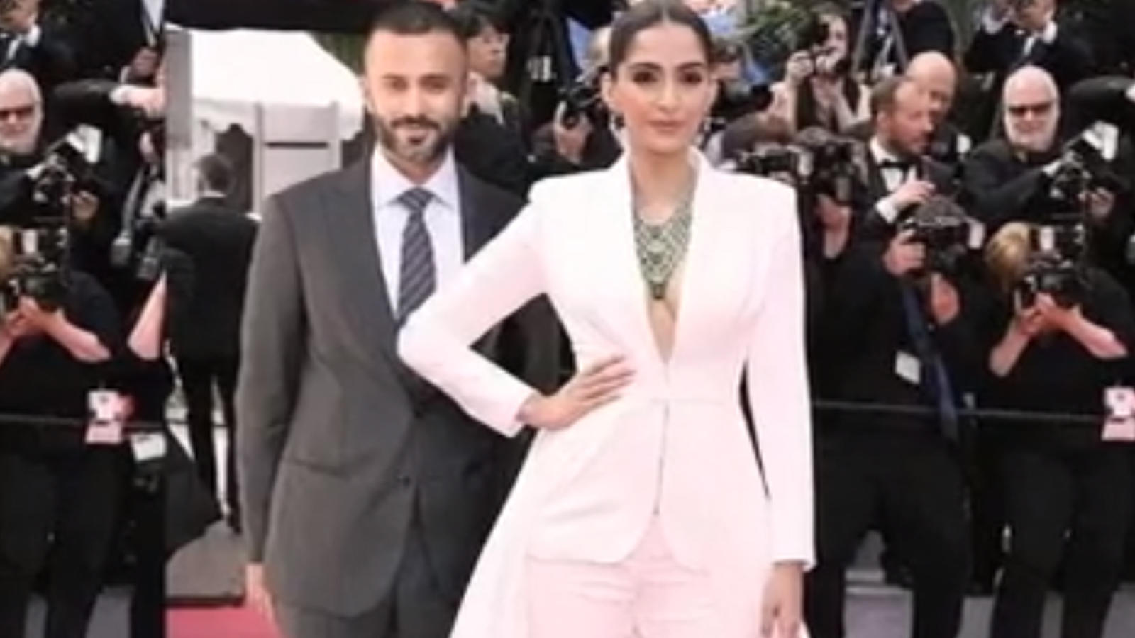 anand-ahuja-shares-meme-on-himself-and-wife-sonam-kapoor