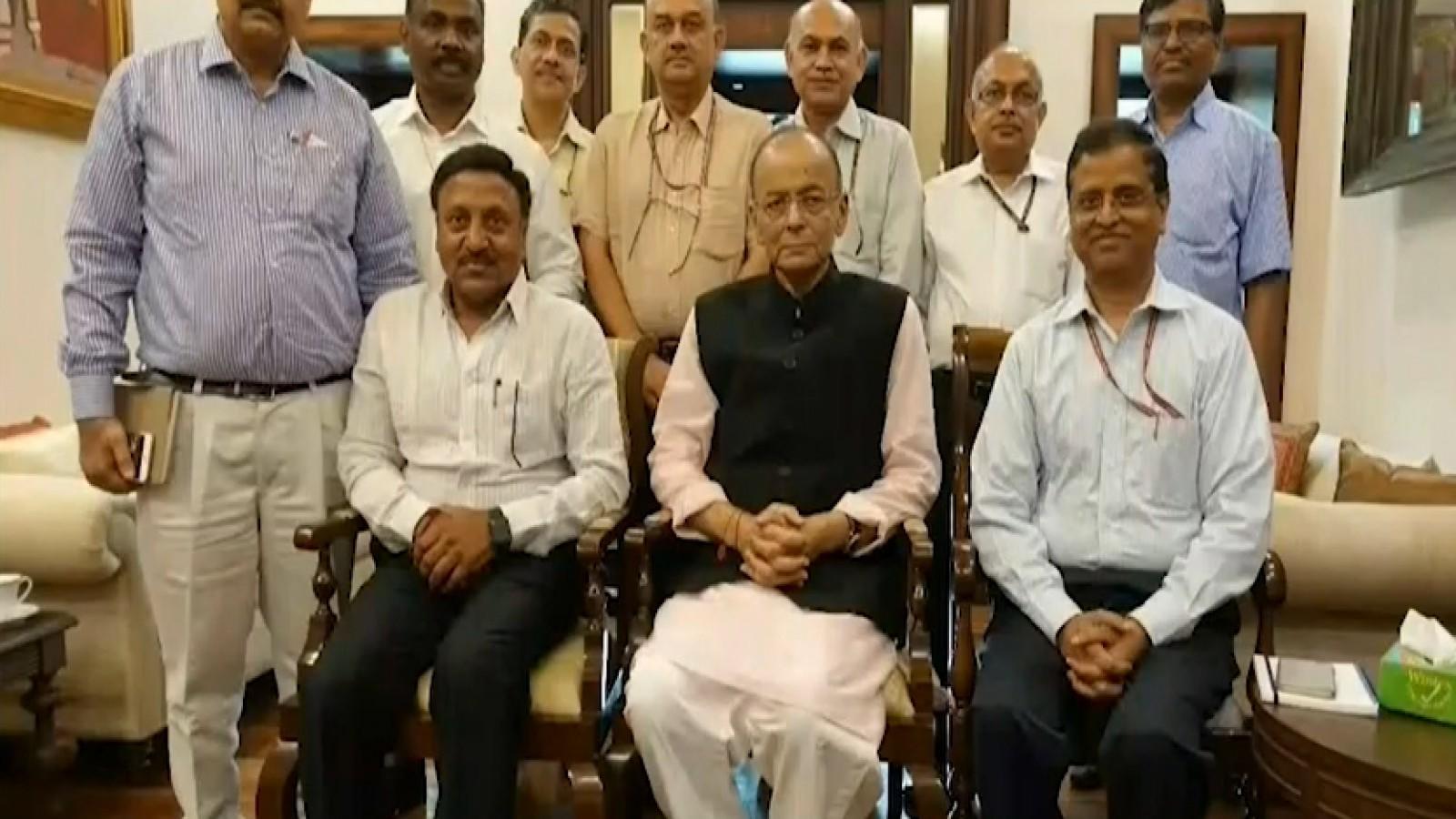 arun-jaitley-meets-with-finance-secretaries-to-discuss-budget