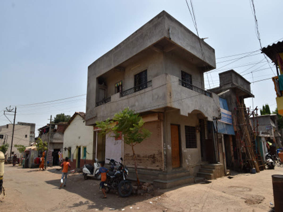 Matka king' razed public toilet to build structure: Cops | Kolhapur