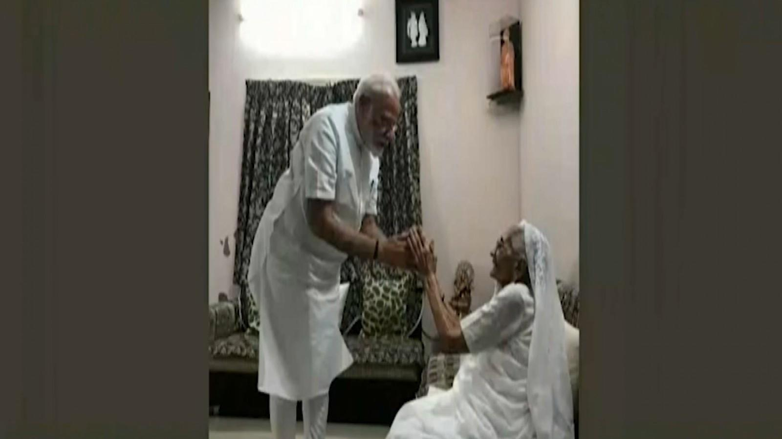 pm-modi-visits-mother-in-ahmedabad-to-seek-blessings