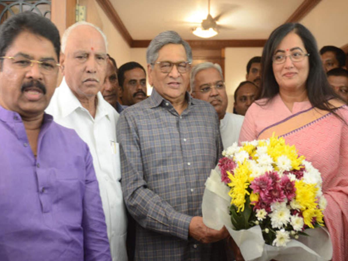 Sumalatha Ambareesh to back NDA, not join BJP
