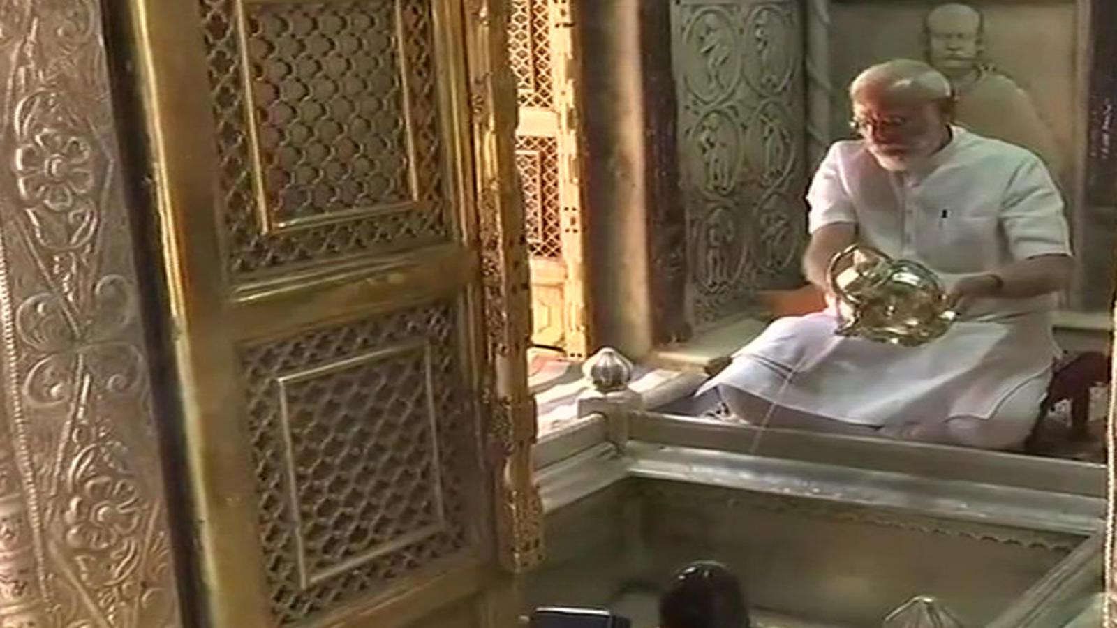 prime-minister-narendra-modi-offers-prayers-at-kashi-vishwanath-temple-thanks-voters