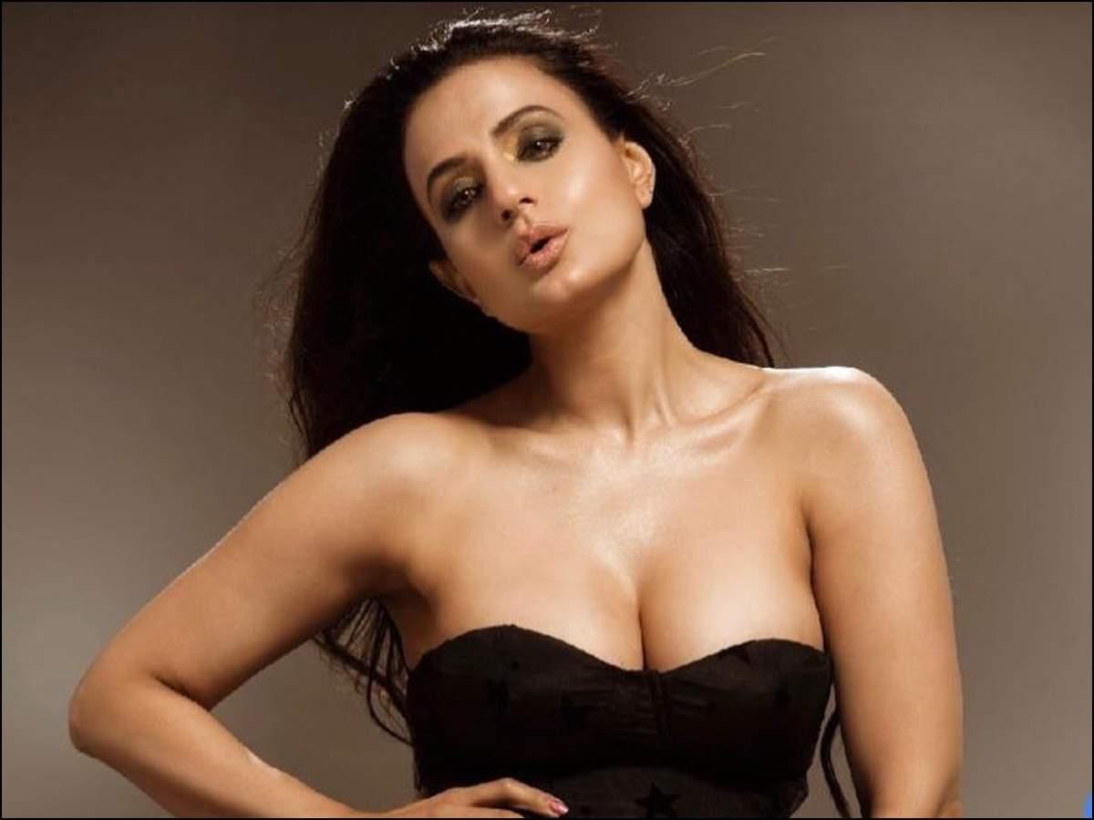 Ameesha Patel Hot Videos even at 42, 'badri' bombshell ameesha patel turns on the
