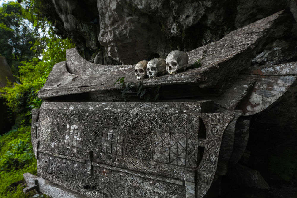Solving the mystery of 'Hanging Coffins of China'