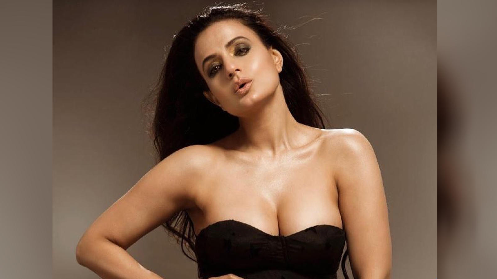 Amisha Patel Hot Nude ameesha patel looks sizzling hot in latest pictures