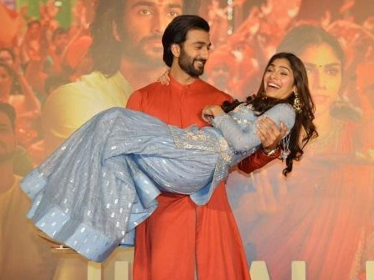Malaal Song Udhal Ho Meezaan Jaaferi And Sharmin Segal Look Ethereal At The Song Launch Event Hindi Movie News Times Of India