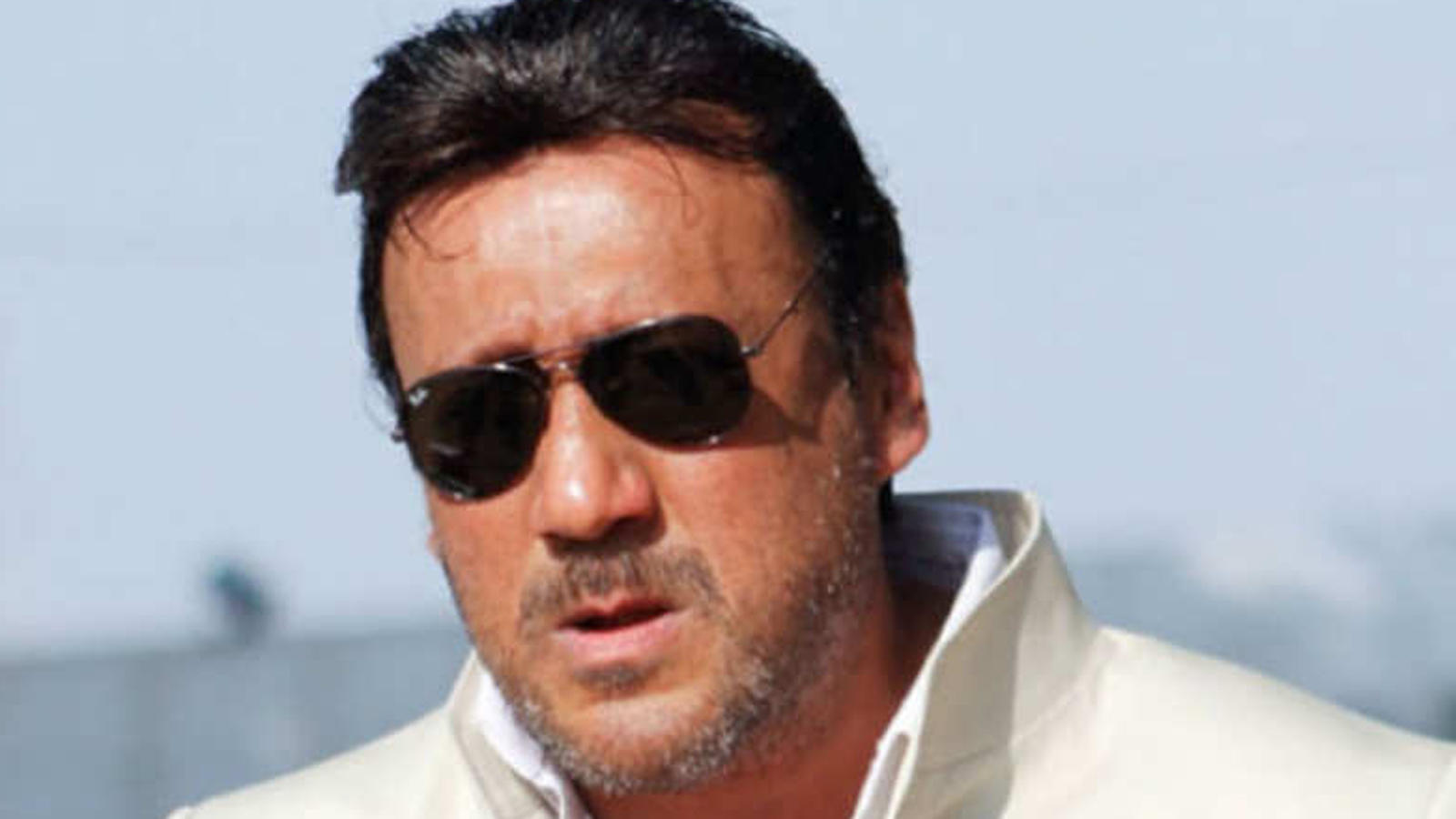 jackie-shroff-has-a-unique-way-to-get-some-fresh-air