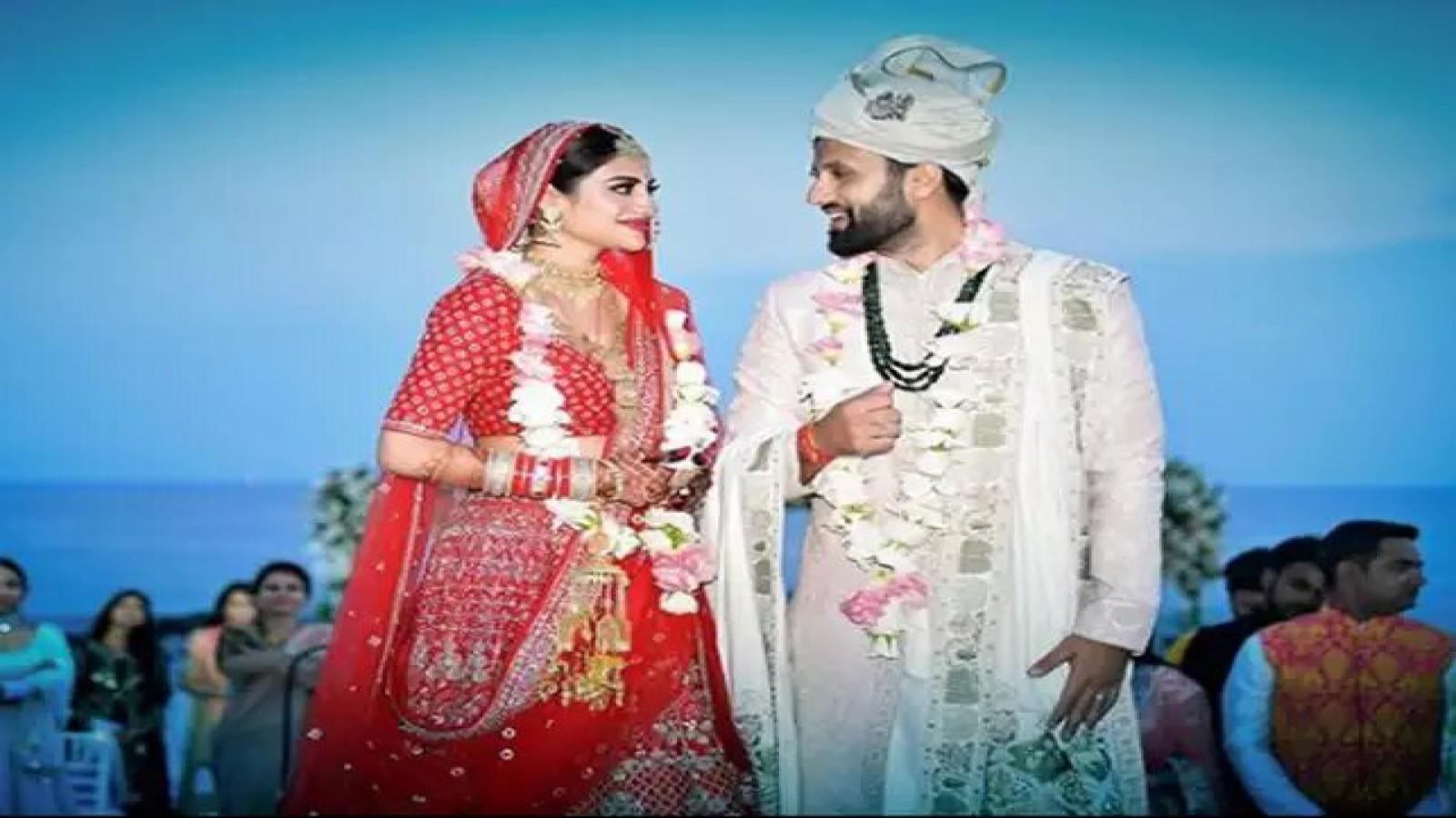 newly-elected-mp-nusrat-jahan-marries-businessman-nikhil-jain