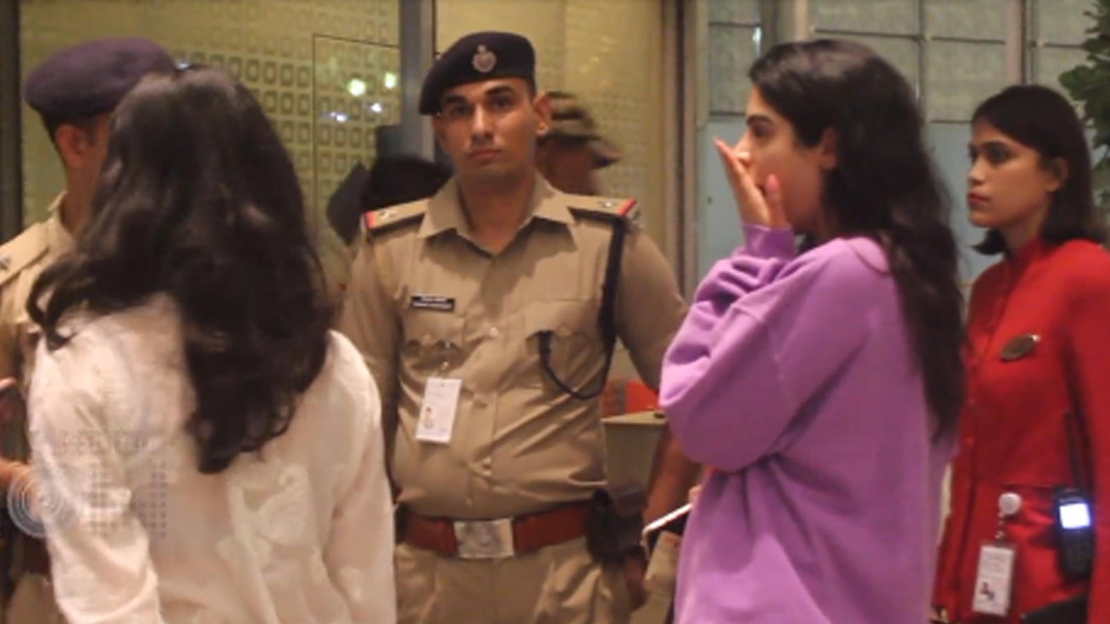watch-khushi-kapoor-yawning-during-security-check-at-airport