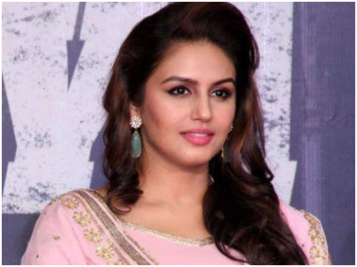Huma Qureshi trolled for her comment on Team India's orange jersey | Hindi  Movie News - Times of India