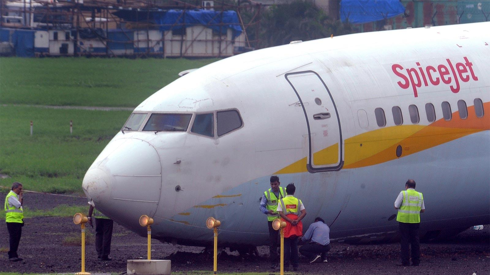 spicejet-pilots-licences-suspended-by-dgca-for-violations