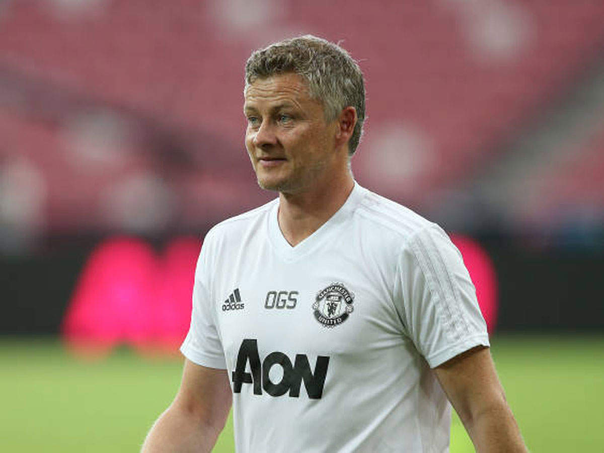 solskjaer-plays-cricket-in-australia-gets-out-to-superb-carrick-catch