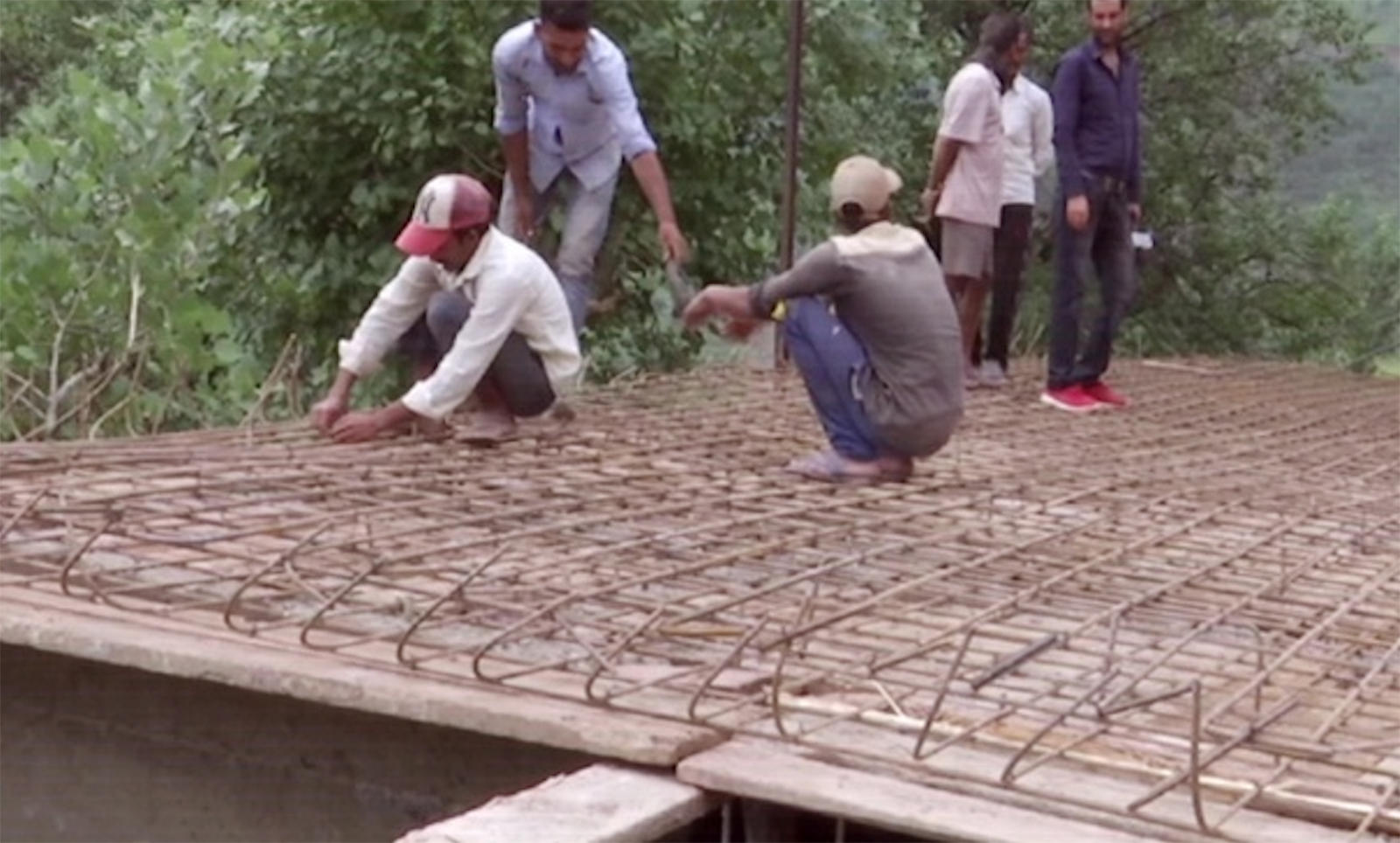 jk-construction-of-bunkers-continues-for-safety-of-locals-in-rajouri