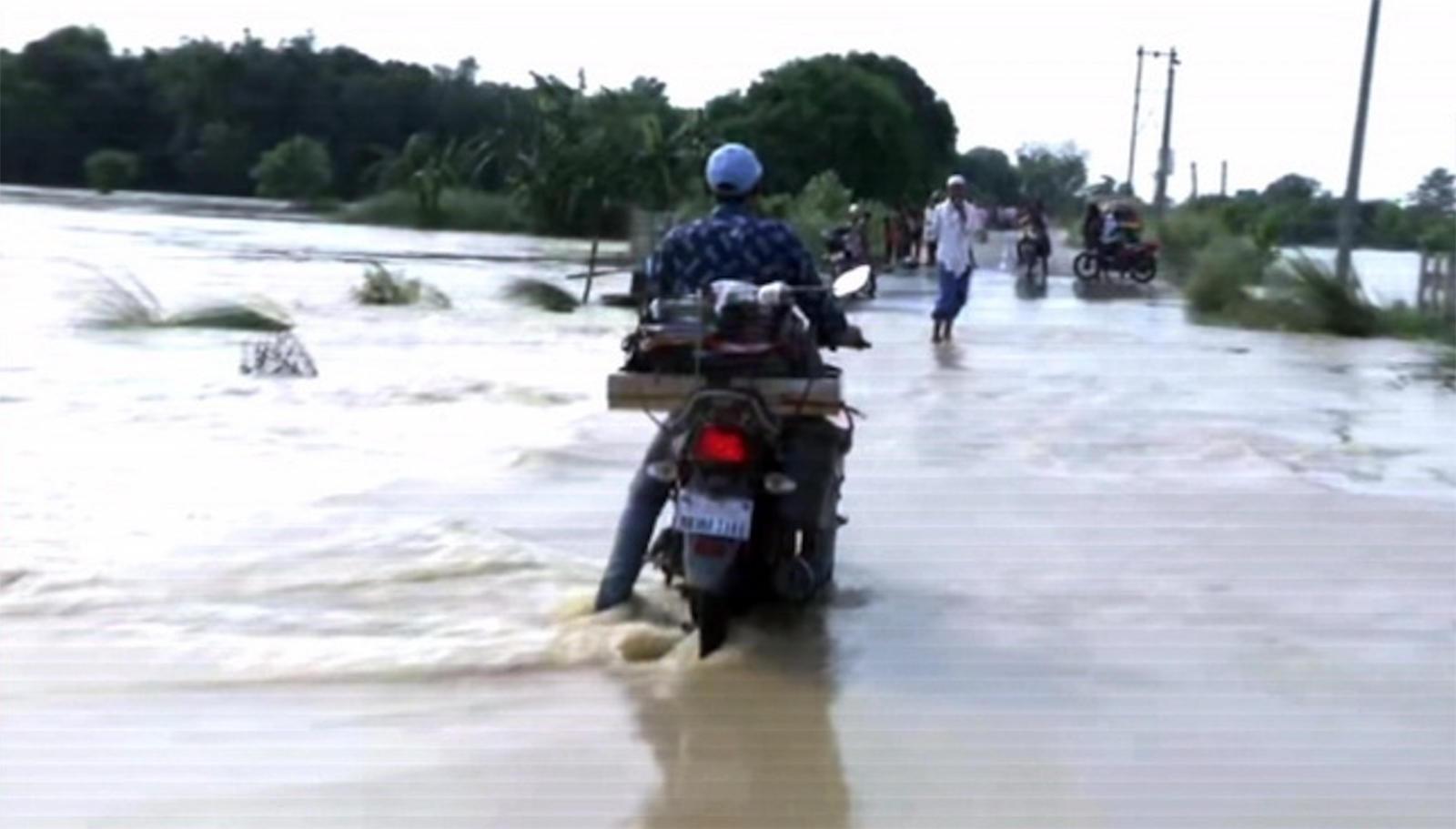 bihar-locals-abandon-submerged-village-as-flood-situation-worsens-in-darbhanga