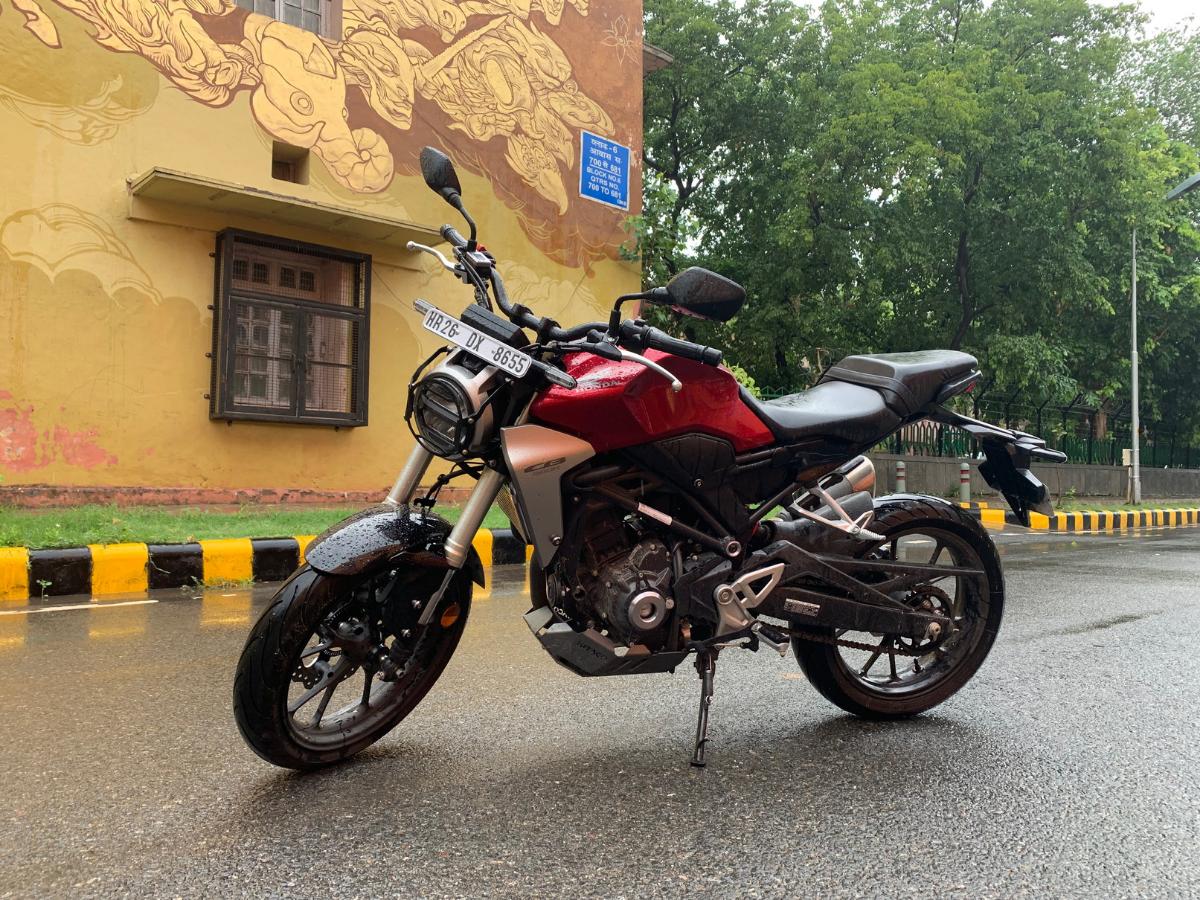 Honda Cb300r Honda Cb300r Review Retro Cafe Racer Presents Visual Breather In 300 Cc Segment Times Of India