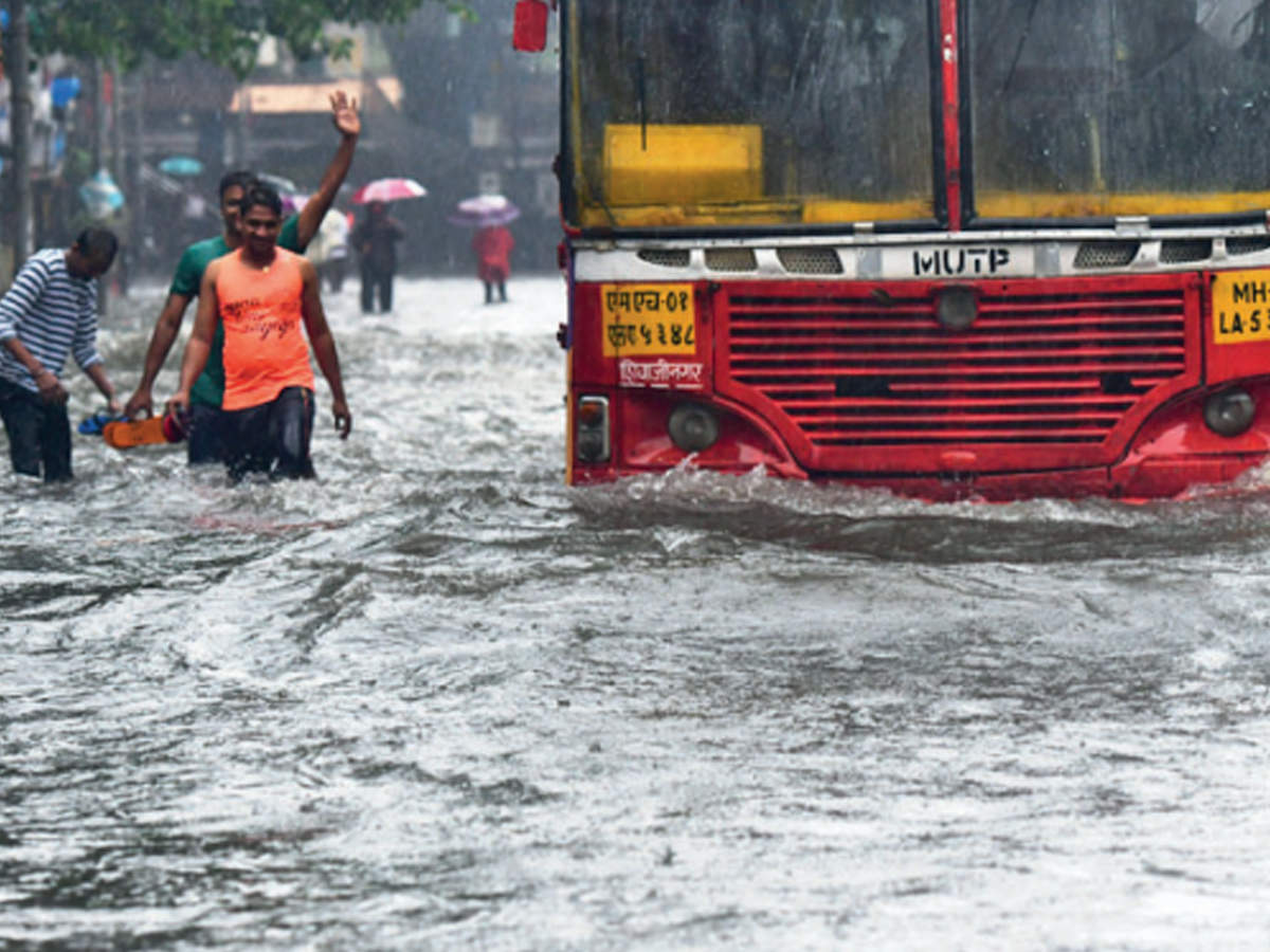 On day of flood, BMC takes credit for 'good work' | Mumbai News