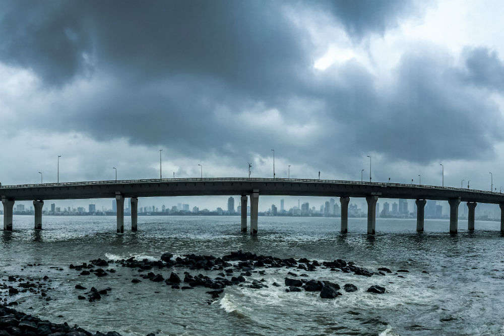 Mumbai's Marine Drive loses its charm as sea vomits garbage in high tide