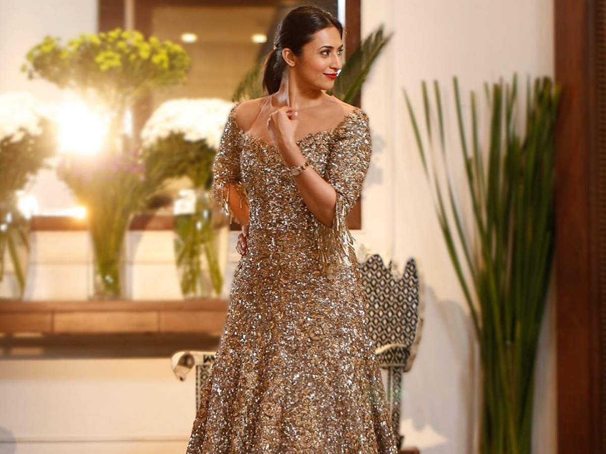 Divyanka Tripathi Dahiya Channelises Her Inner Diva In This Shimmery Gown By Manish Malhotra Times Of India